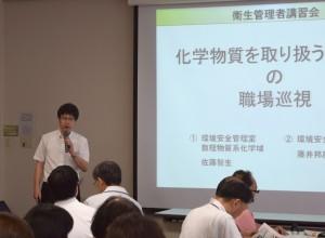 講演する佐藤准教授の写真