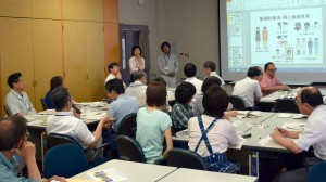 質問する参加者の写真